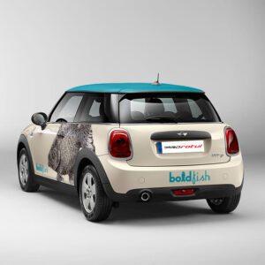 Trasera de rotulacion de coche Mini Boldfish. Rotula tus coches con la mejor empresa de rotulacion en Madrid. Prorotul rotulacion profesional para coches.
