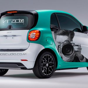 Trasera de rotulacion de coche Smart en Madrid para Virado Studio. Rotula tus coches con la mejor empresa de rotulacion en Madrid. Prorotul rotulacion profesional para coches.