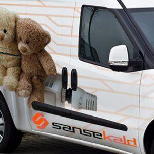 Detalle de rotulacion de furgoneta Sansekald. Rotula tus furgonetas con la mejor empresa de rotulacion en Madrid. Prorotul rotulacion profesional para furgonetas.