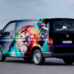 Trasera de rotulacion de furgoneta Volkswagen para Graffity Leon. Rotula tus furgonetas en la mejor empresa de rotulacion Madrid. Rotulacion profesional de furgonetas.